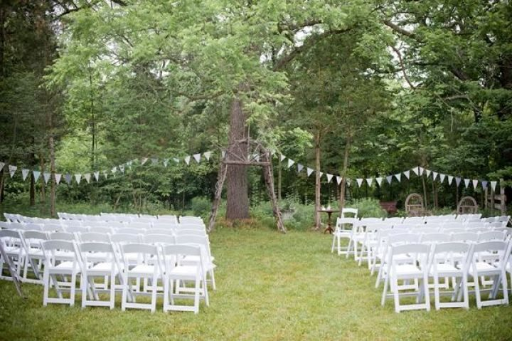 Rustic farm wedding ceremony decorations | fabmood.com #farmwedding #rusticwedding #weddingideas #weddinginspiration #rustic