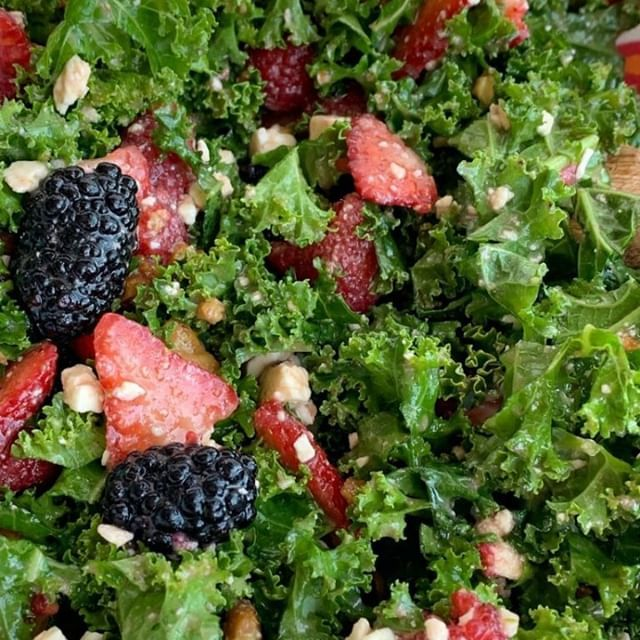 CITRUS BERRY KALE SALAD 🍓🍋 Light, healthy, and so yummy. Tap the blue link in my profile @togetherasfamilyblog for the recipe. #salad #eeeeeats #kale #healthyrecipe #togetherasfamilyblog #berries  #lunch #fruit