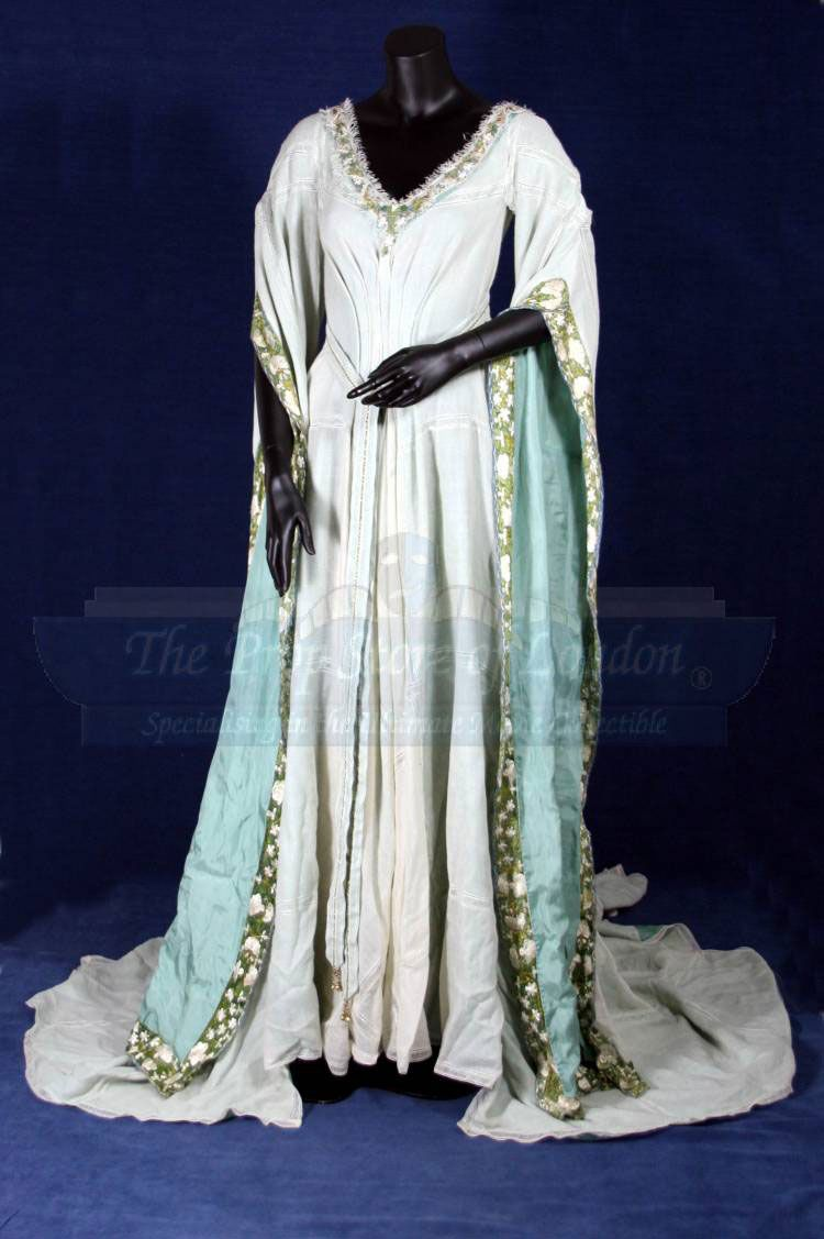 Wedding dress worn by Keira Knightly as Guinevere in King Arthur (I ...