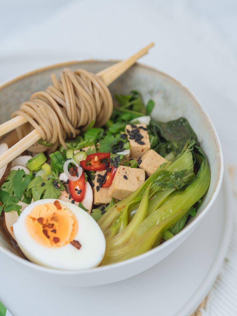 Einfaches, vegetarisches Ramen Rezept mit Tofu -