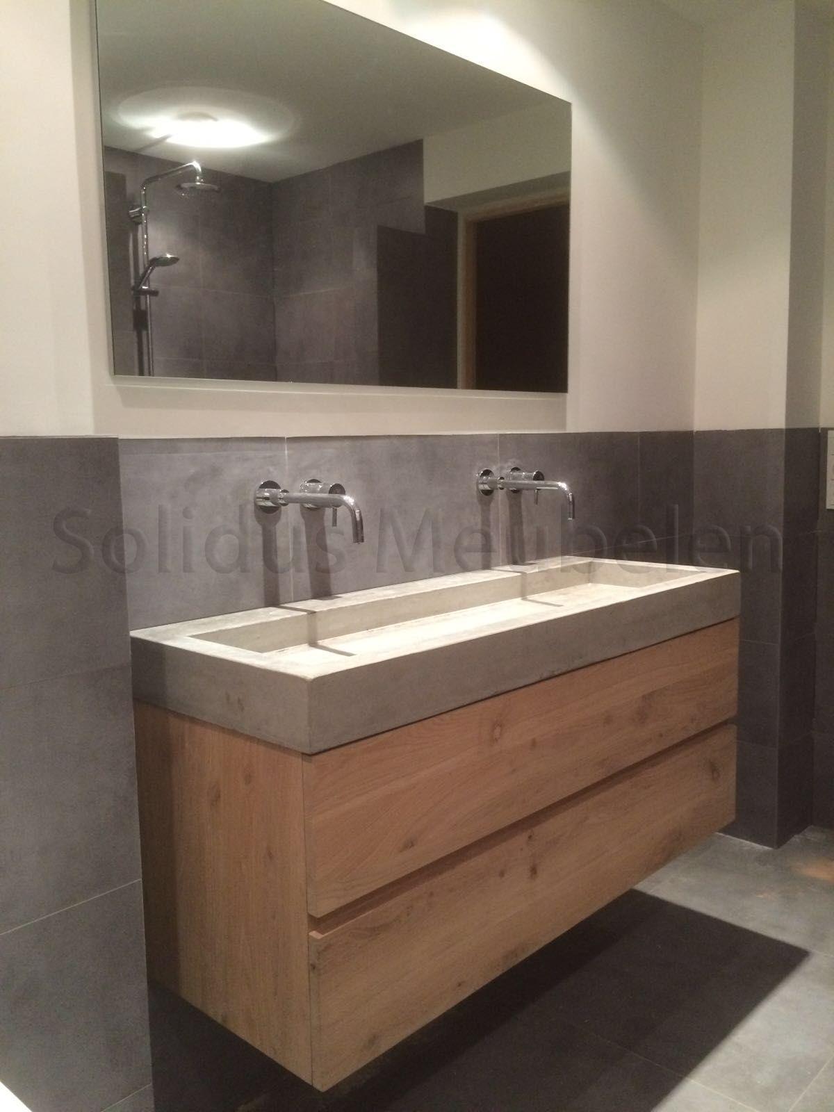 badkamermeubel van eikenhout en beton op maat gemaakt