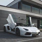 Wahnsinniger Schuss dieses weißen Lamborghini Aventador !!!  Was ist dein Traumauto?  #l #fashionmodel #fashiondaily #fashionbags #fashionicon #fashionpria #weddingvenue #weddingrings #weddingshoes #weddingbandung #weddingvibes #nailtechnician #interiordesignideas #floraldesign #lamborghiniaventador