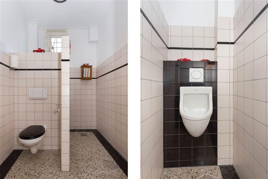Jaren woningen toilet en urinoir in jaren stijl
