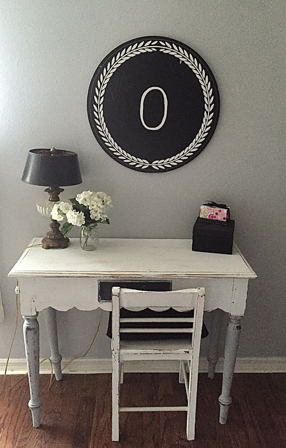 Old White Distressed Desk And Chair Www Bellaredesign Com White Distressed Desk Distressed Desk Home Decor