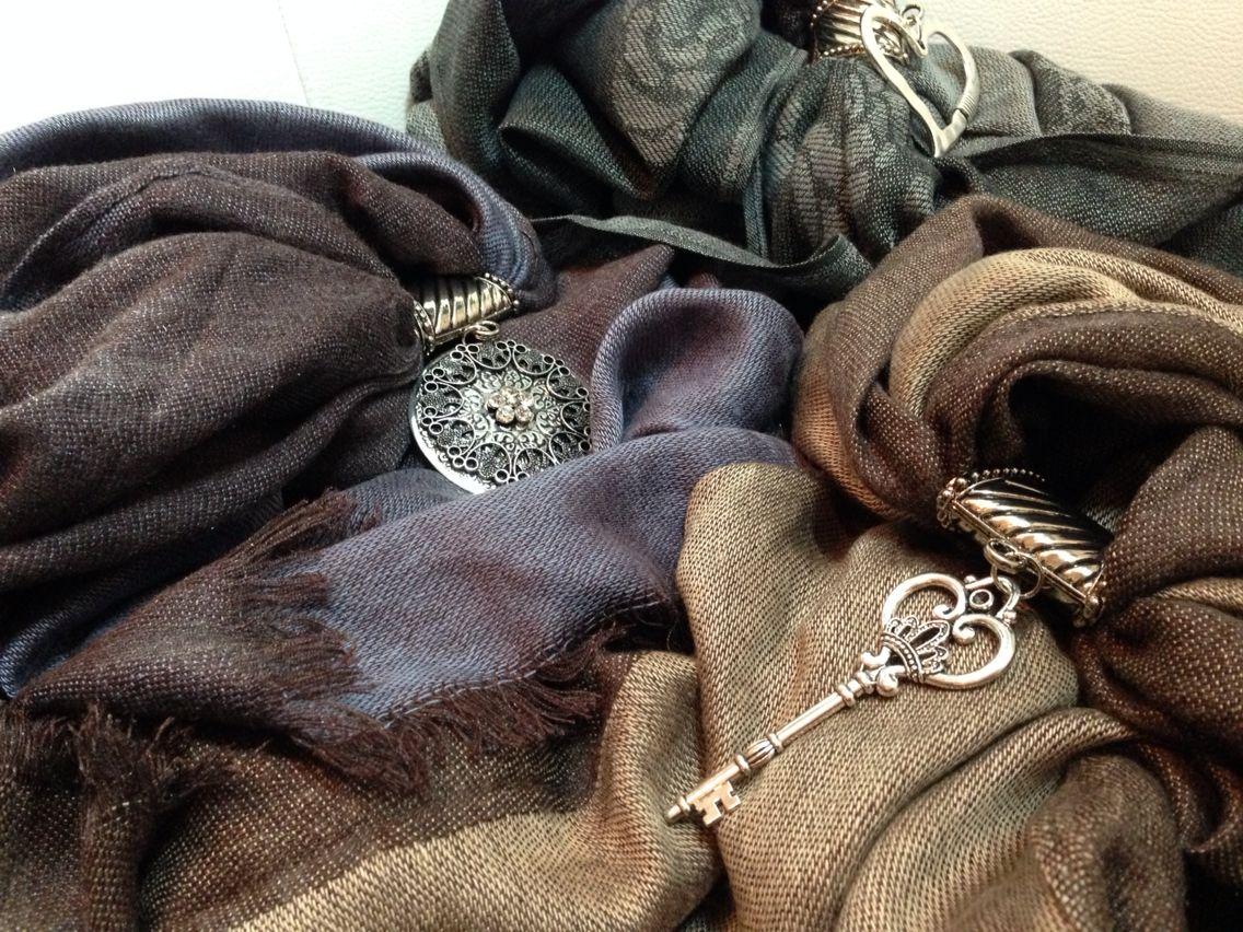 Iniziano i primi freddi.. È tempo di sciarpe!  Autumn is coming, it' scarf time!  #sciarpe #sciarpegioiello #scarf