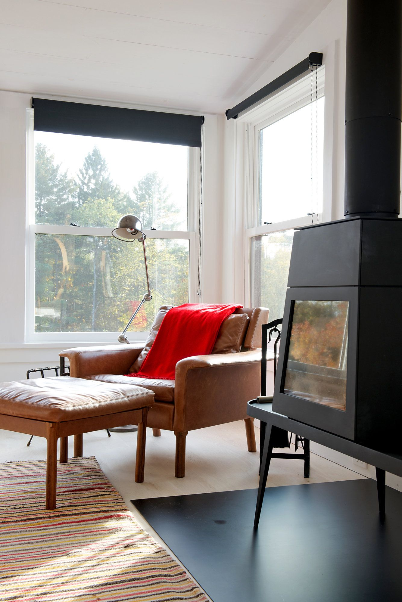 A Midcentury Bungalow Is Transformed With Glass Walls, Kilims and ...
