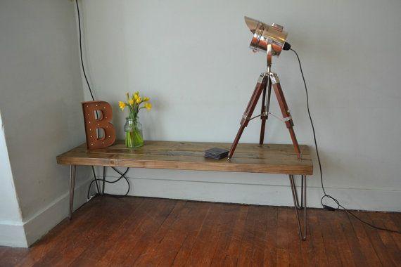 Table à café industrielle Ici, nous avons une table de café à la