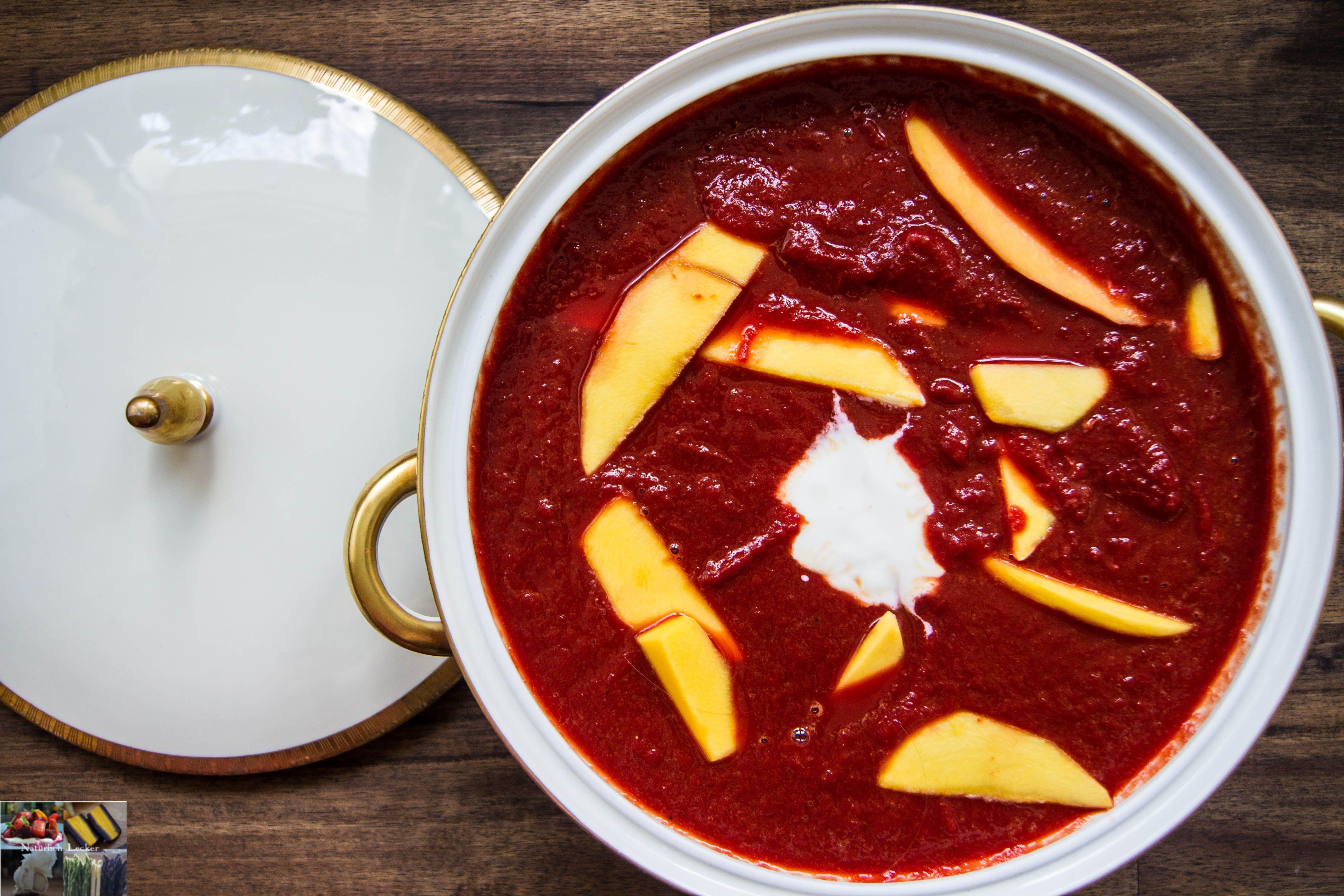 rote Karotten-Mango Suppe  Hier findet ihr eine leckere rote Karotten Suppe mit Mango und Orange, ein fruchtiges Rezept und perfekt für den Winter.