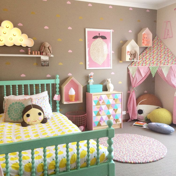 une chambre color e pour une petite fille http www m. Black Bedroom Furniture Sets. Home Design Ideas