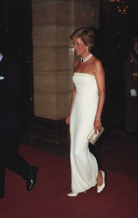 Princess Diana - a large sapphire set in brooch was worn by her on a pearl choker. She always knew to wear her jewellery in such a modern way.