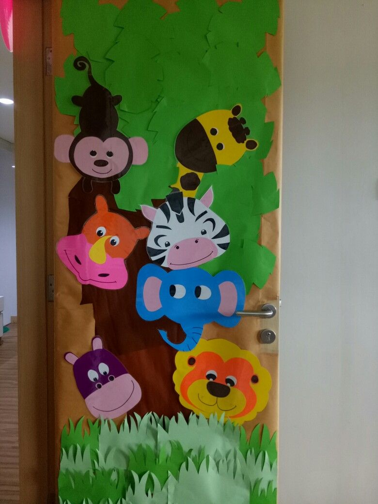 Door decoration preschool Zoo theme | Door decoration ...