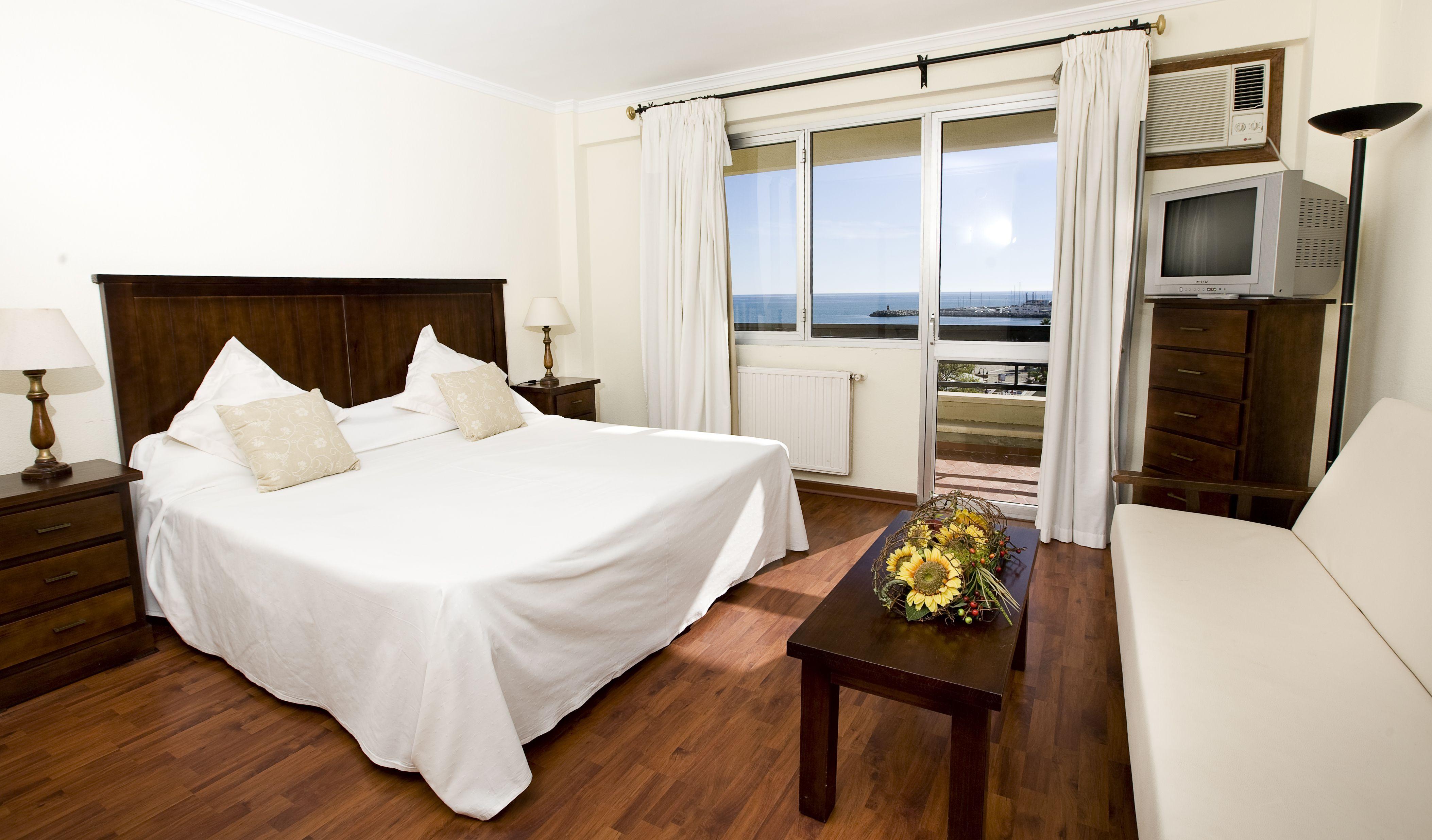 Habitación hotel vistas al mar. Hotel La Barracuda. Torremolinos
