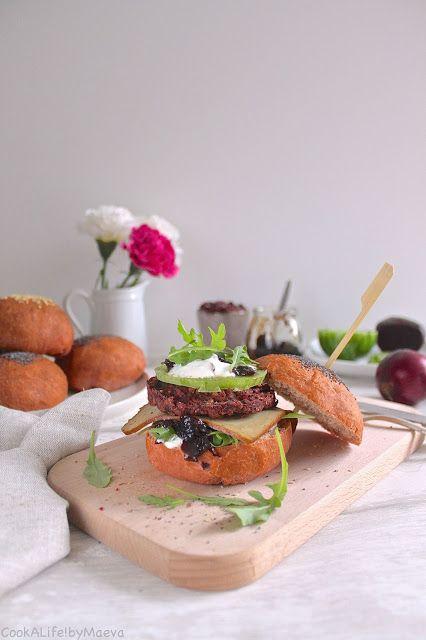 Burger végétarien tout rose (ou presque) betterave, haricots