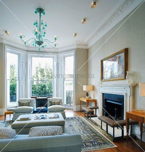 Traditional Living Room With Bay Window, Green Glass Chandelier Above Sofas  And Fireplace U2013 Bild Kaufen Part 61
