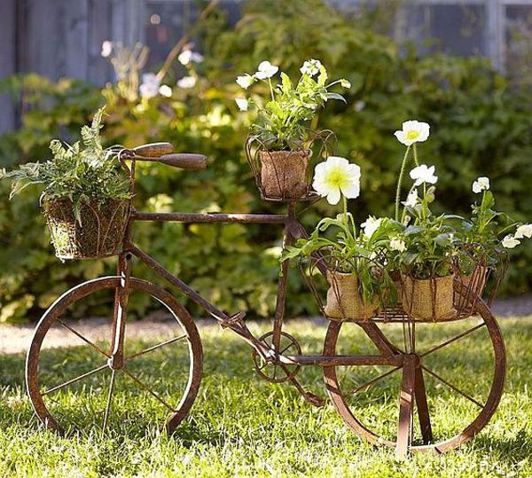22 DIY Bicycle Planters With Vintage Vibe #bicycle #planters #vintage  #MountainBikesforBeginners