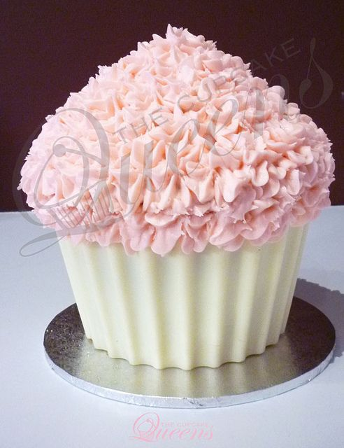 Giant Pink Vanilla Cupcake With Images Large Cupcake Cakes