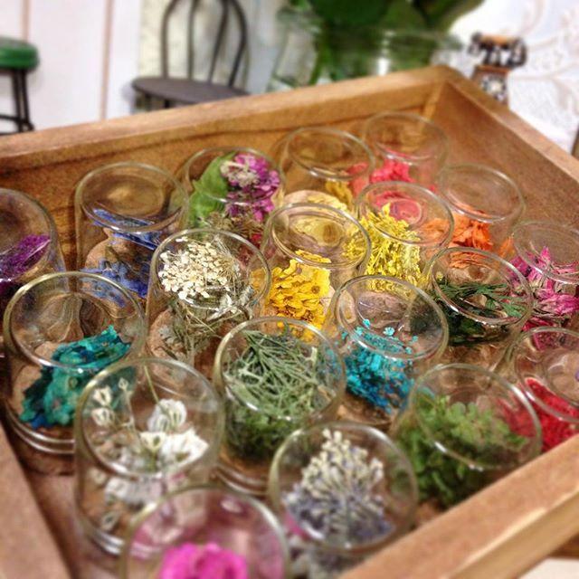 セルフでも簡単!\押し花ネイル/インスタで見つけた素敵な押し花 ... 材料の押し花は100均でも買えます。自分で作ってもOK!