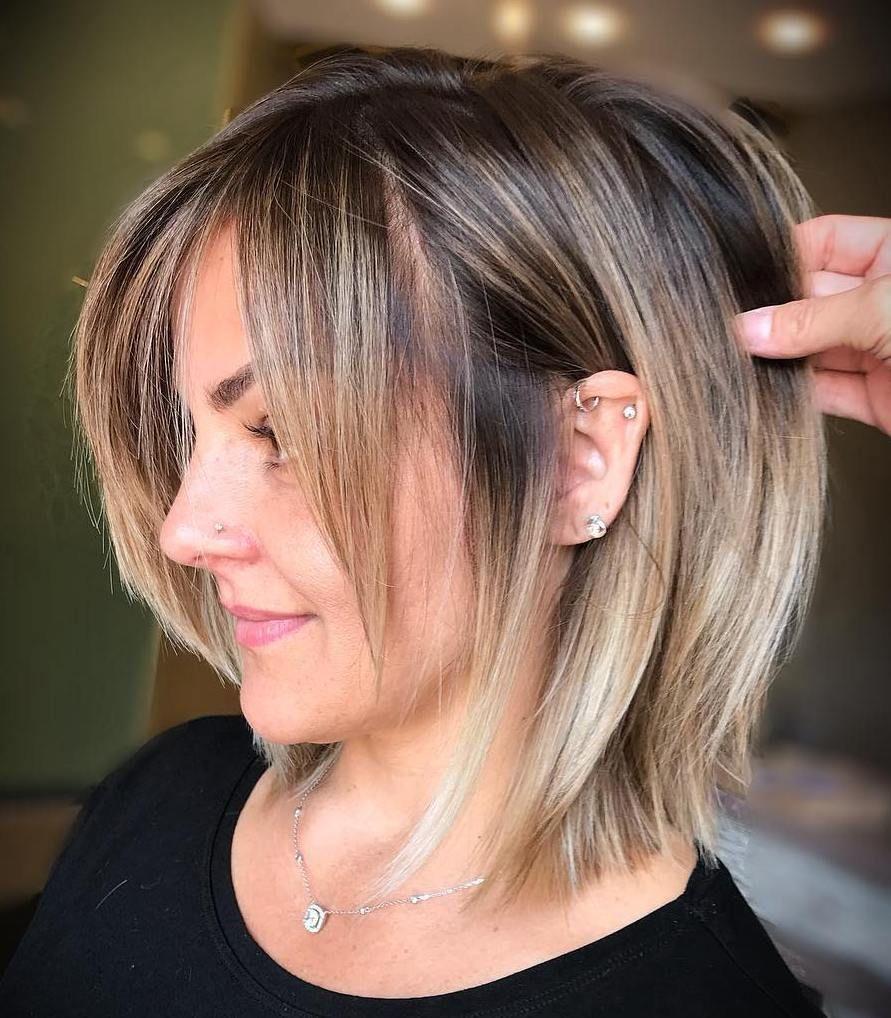60 Lustige Und Schmeichelhafte Mittlere Frisuren Fur Frauen 8211 Stumpfer Bob Mit 8230 In 2020 Haarschnitt Ideen Frisur Ideen Frisuren
