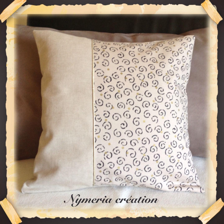 Housse de coussins en tissu japonais motifs noirs et or. : Textiles et tapis par nymeria-creation