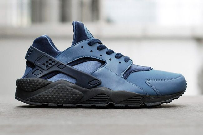 nike huarache navy and white