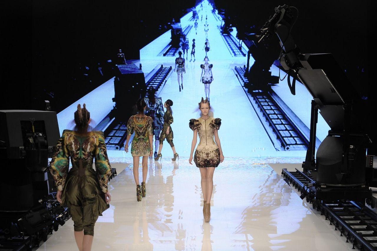 Alexander Mcqueen Fashion Show Stage Design Stage