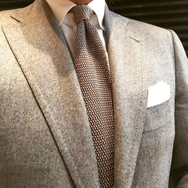Light grey tweed jacket, white shirt, beige knit tie