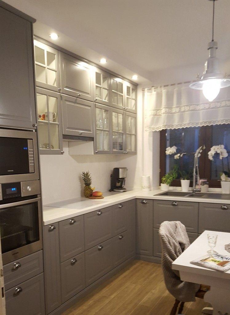 Meble W Starej Kuchni Osiagnely Juz Cwierc Wieku Wiec Przyszla Pora Na Zmiany Zrezygnowalismy Z Boazerii Na Scianach I Przeni Home Kitchen Cabinets Home Decor