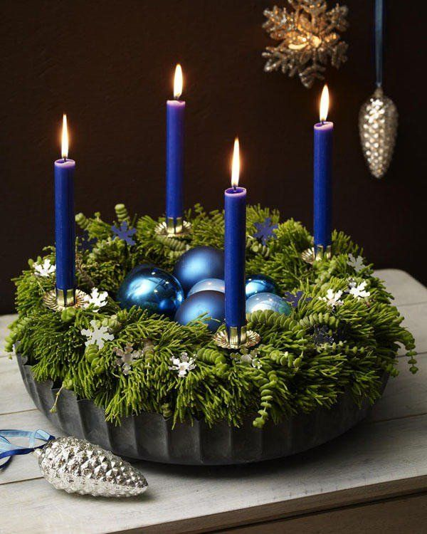 Winter wreaths ideas advent wreath blue candles for Advent candle decoration