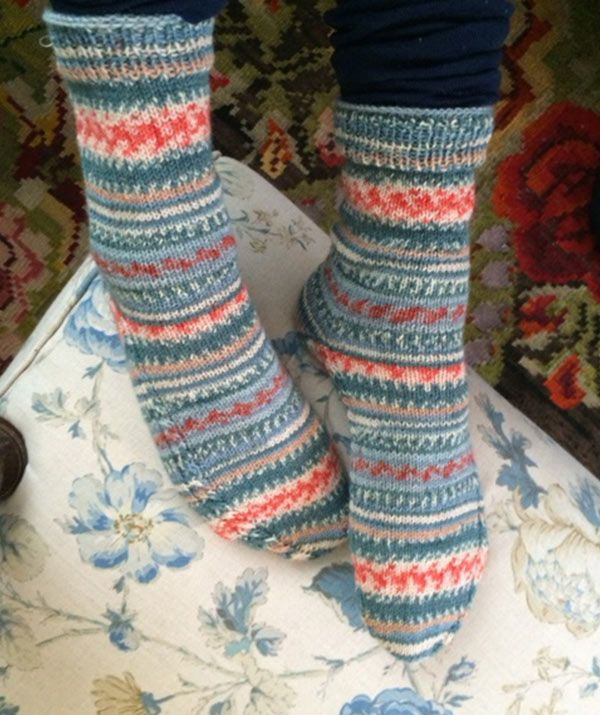 Socks with Cable Detail, R0258 - Free Pattern: Take a striking ...
