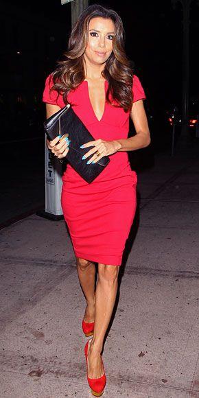 Vestido rojo unas de que color