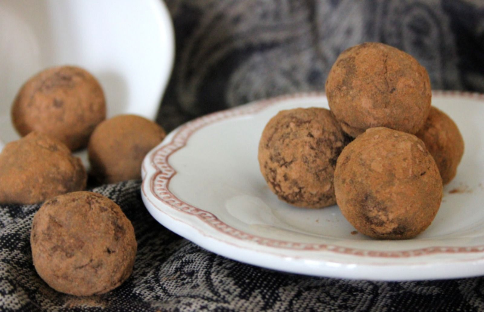 <p>You'll devour these Raw Cinnamon Chocolate Truffles as fast as you can make them! </p>