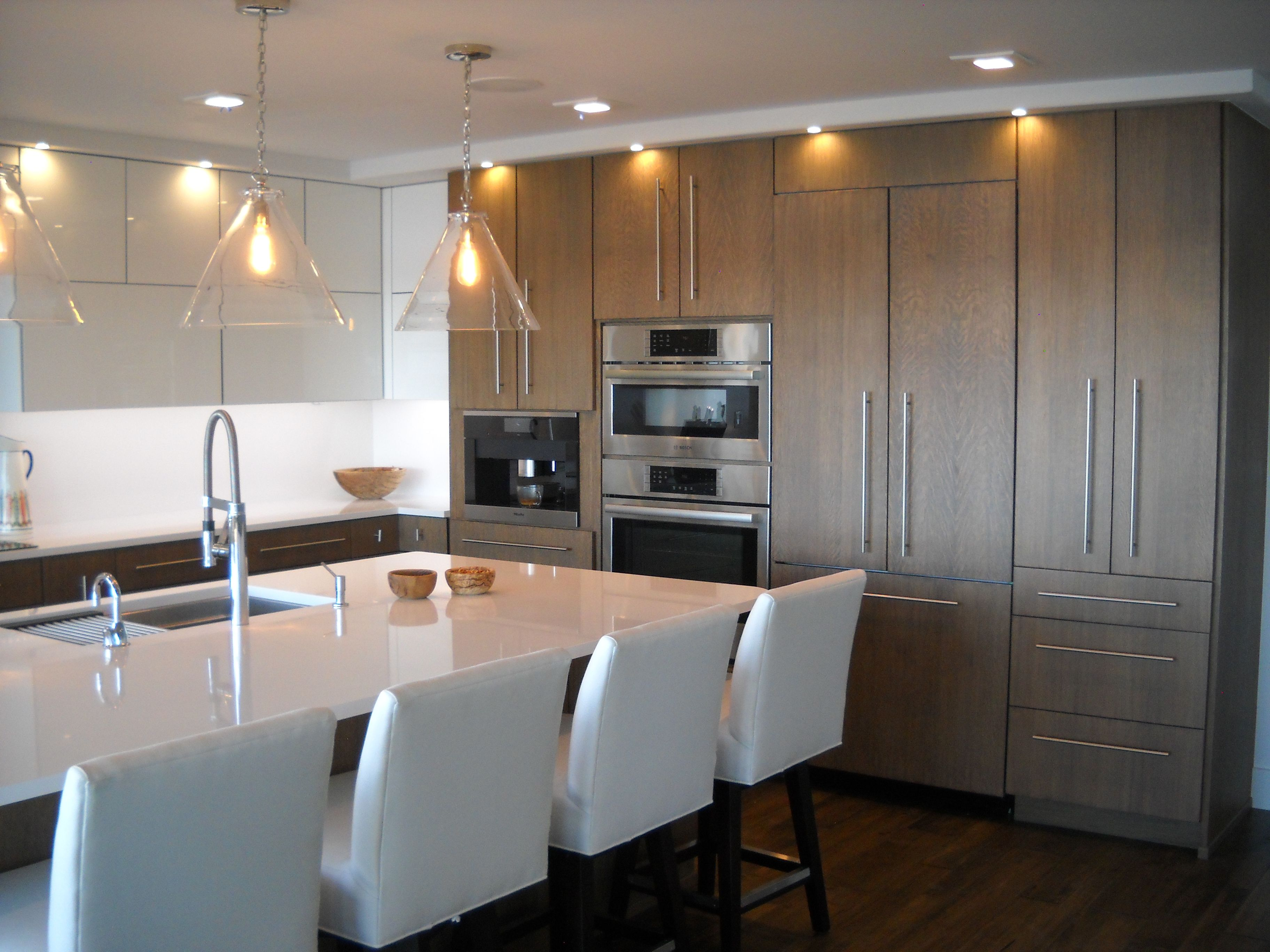 Contemporary Kitchen Cabinets With A High Gloss Lacquer And Stained Oak Mixed Finish In 2020 Contemporary Kitchen Contemporary Kitchen Cabinets Custom Cabinetry