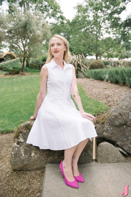 Grace Kelly favored neutral, classic pieces with a pop of yellow. Here's a modern day interpretation on her look with a white shirt dress and a pop of pink.