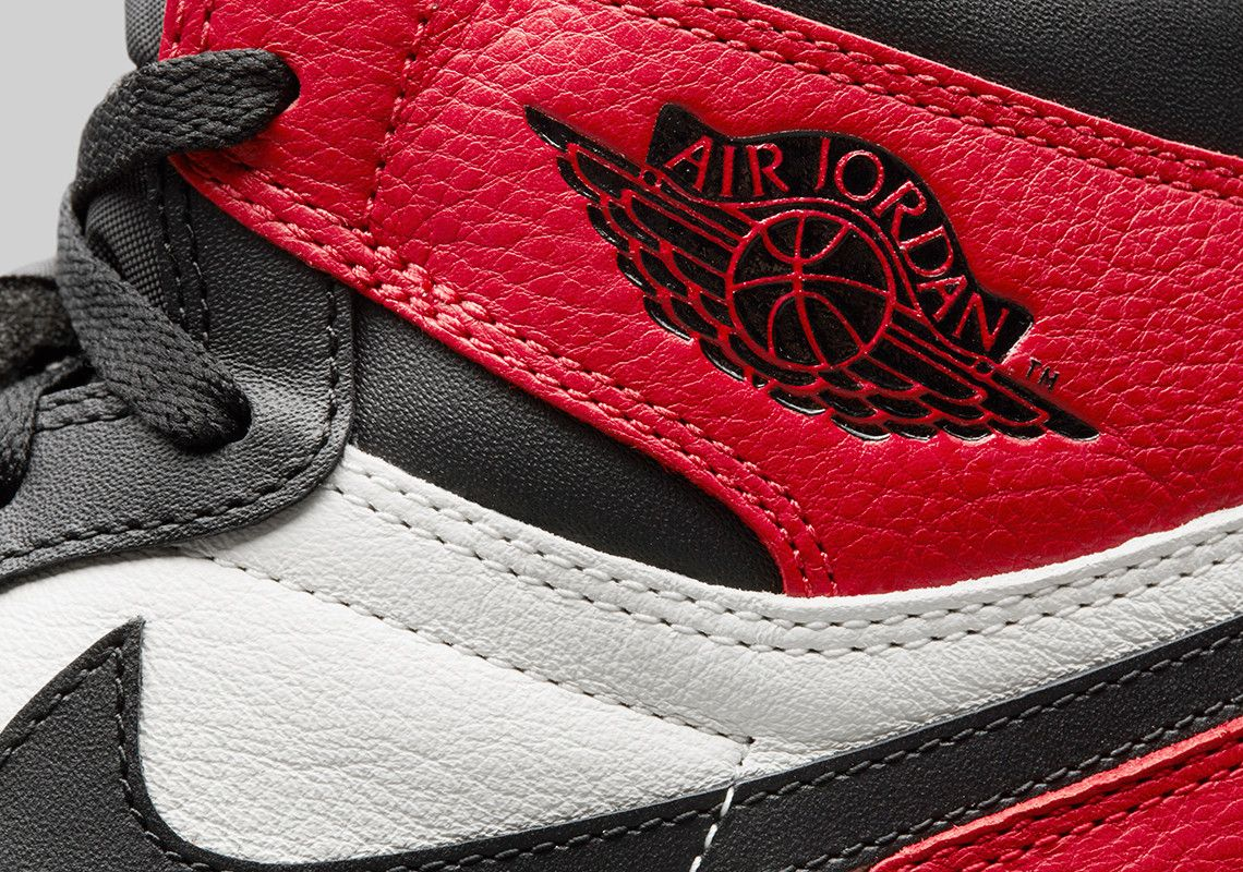 Air Jordan 1 Retro High Og Bred Toe Game Royal Detailed Look