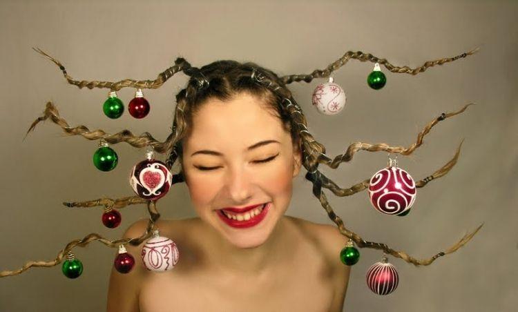 Lustige Frisur Mit Draht Und Baumkugeln Weihnachten Weihnachten