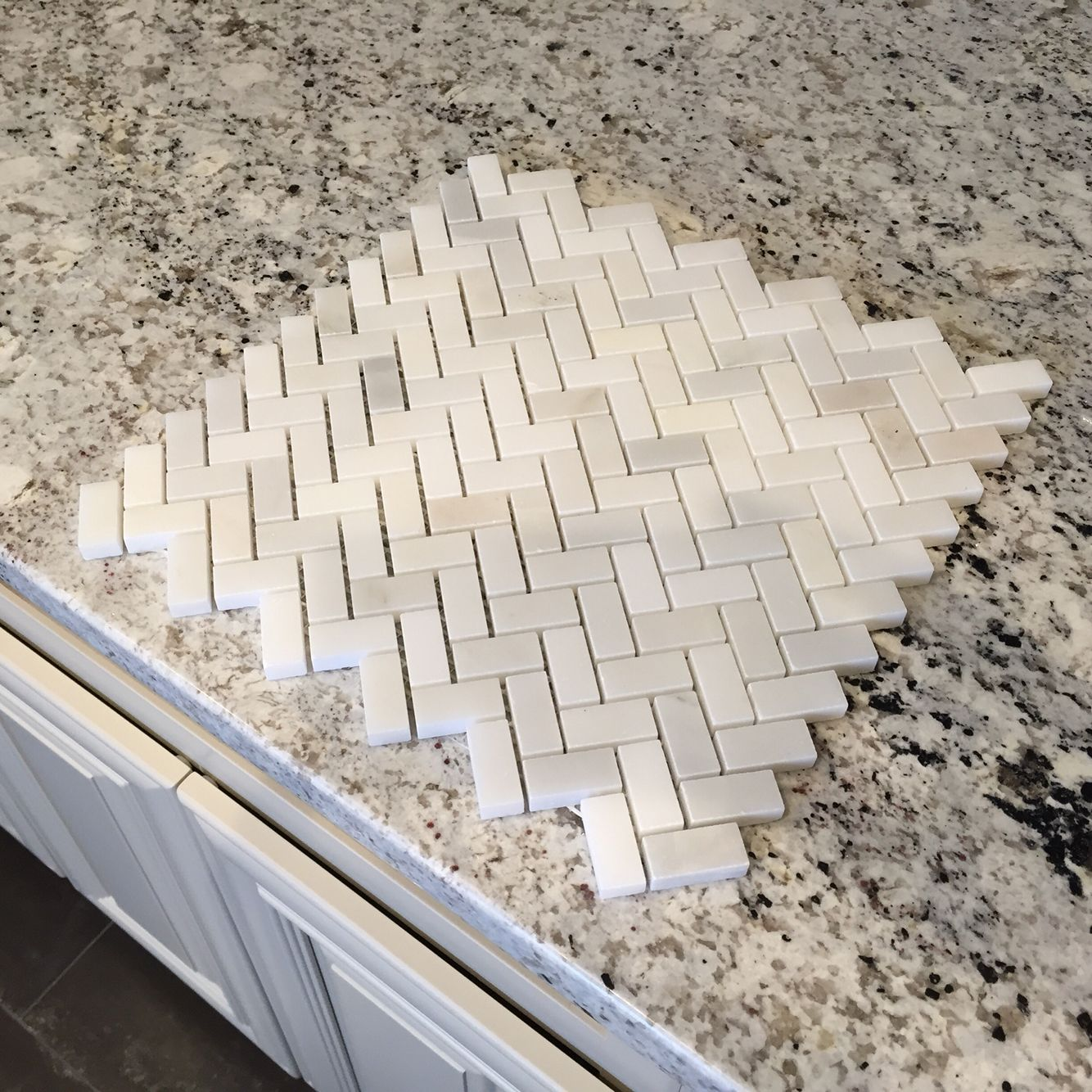 Carrara marble herringbone pattern backsplash, Bianco ...