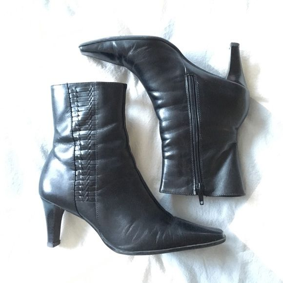 Black Leather Boots Great gently-worn condition. Size 7.5 above ankle black leather boots. Brand is Michelle D from Dillard's. Also available NWT in red. See something else you like? Bundle and save! Fast shipping! Michelle D Shoes Ankle Boots & Booties