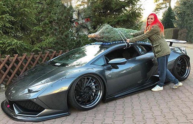 owner @lexyroxx christmas is coming #lamborghini #huracan