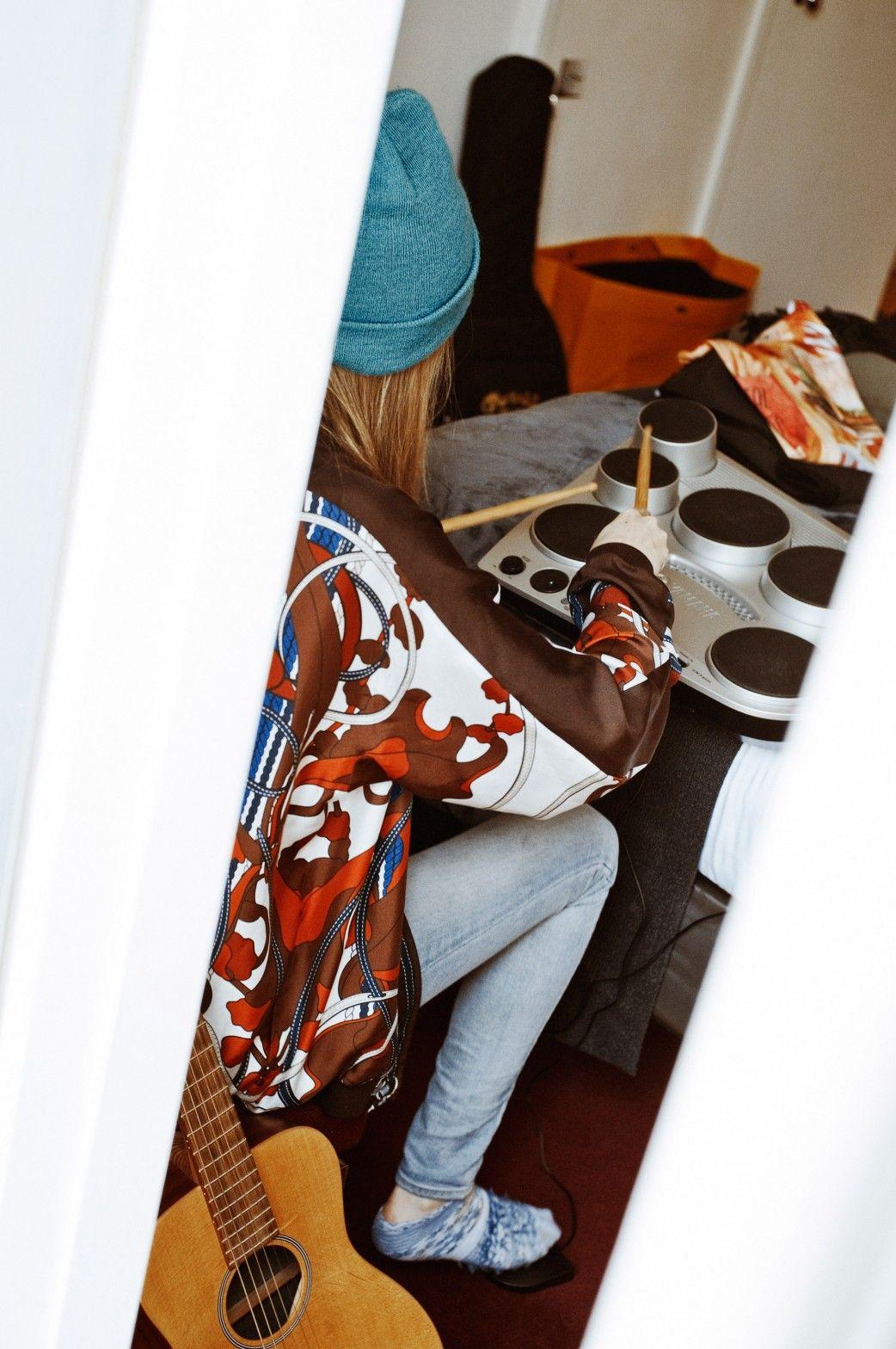 Cara Delevingne: The Photos - cara delevingne playing a drum machine