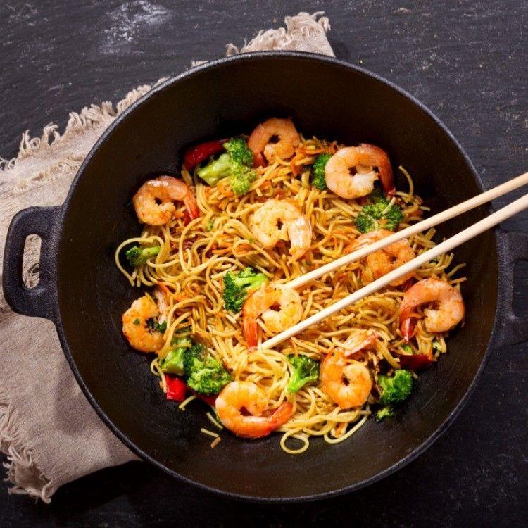 نودلز بالجمبري والخضار مطبخ سيدتي Recipe Easy Dinner Recipes Chow Mein How To Cook Shrimp