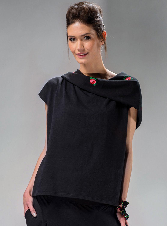 Bluzka góralska czarna z kapturem   ::  #Bluzka z kapturem,typu oversize,bez rękawów. Góralski #folk w nowoczesnej stylistyce.  ::  http://www.mapepina.pl/ubrania-w-stylu-folk/bluzka-goralska-czarna-z-kapturem.html  ::  #bluzki #modaludowa #fashion #mapepina #kaptury