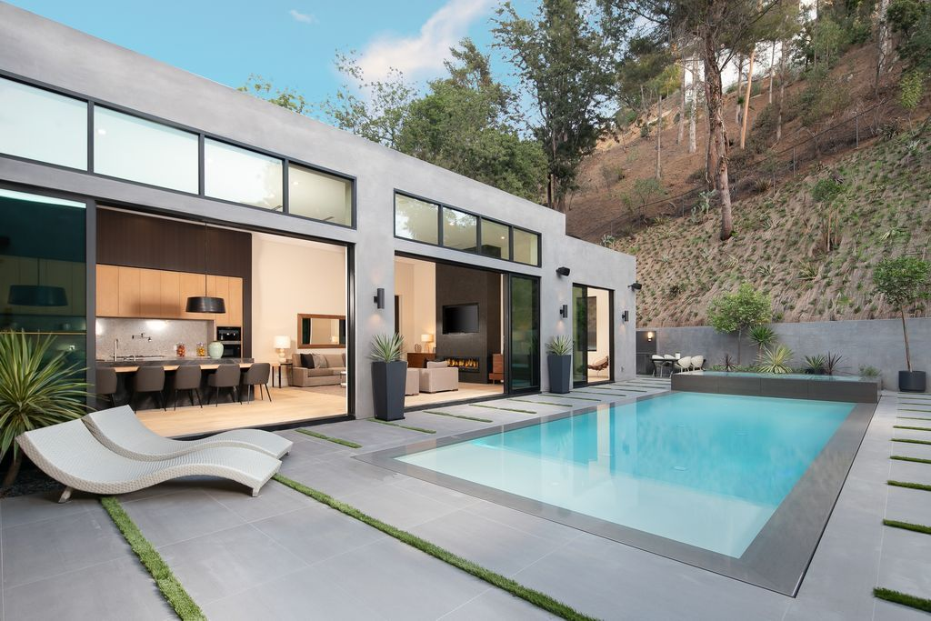 1730 Rising Glen Rd Los Angeles Ca 90069 Zillow Hollywood Hills Homes Los Angeles Real Estate Pool Houses
