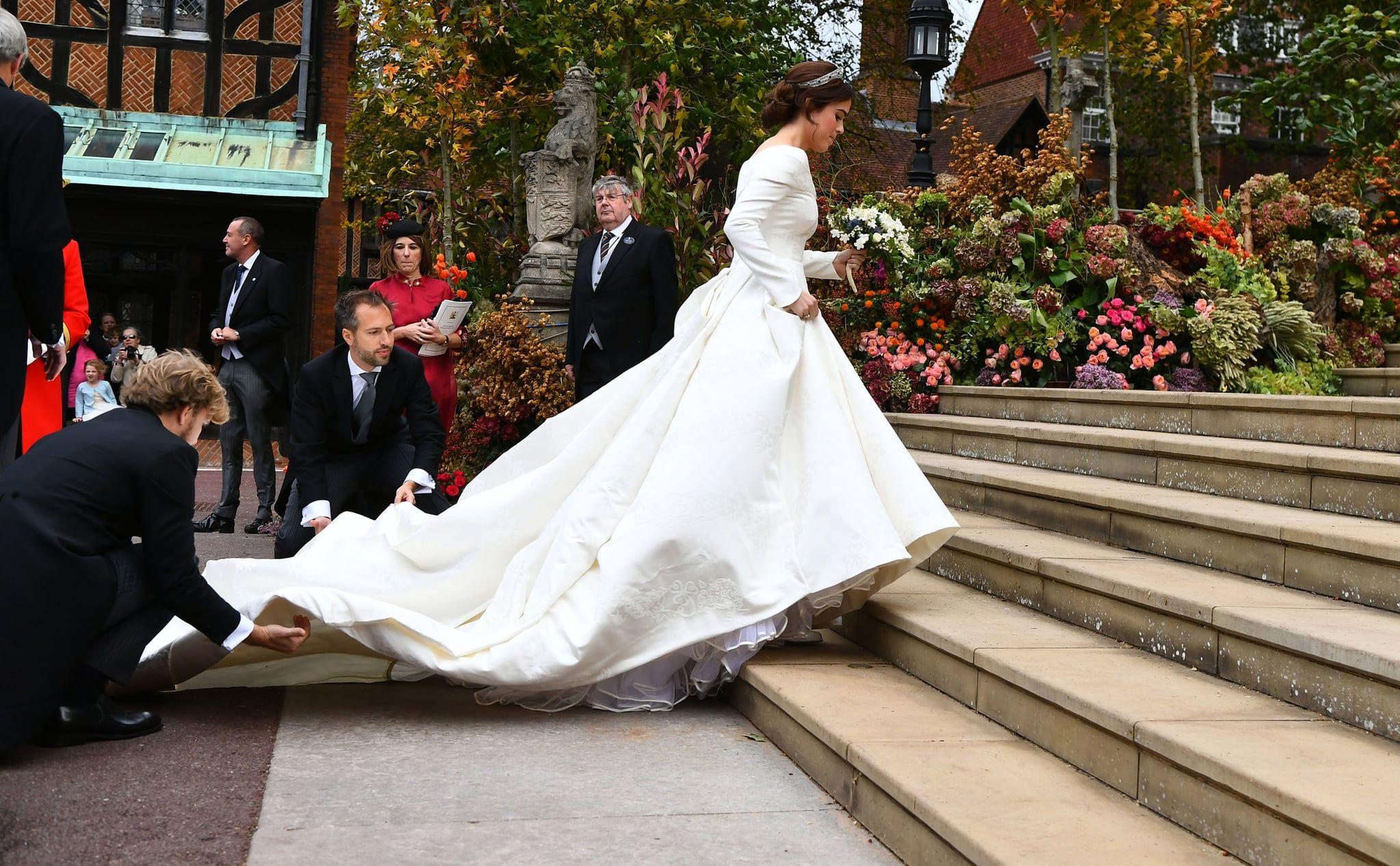 Princess Eugenie S Wedding Dress Was So Stunning She Left Us Breathless Eugenie Wedding Royal Wedding Dress Princess Wedding [ 1267 x 2048 Pixel ]