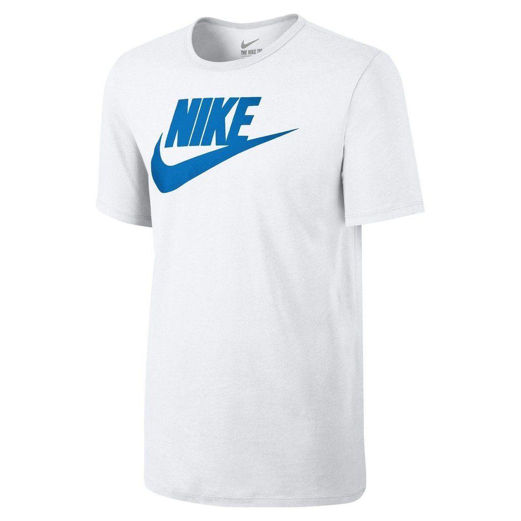 Este camiseta es azul y blanco. Tú puedes llevar este camiseta al parque. Tú