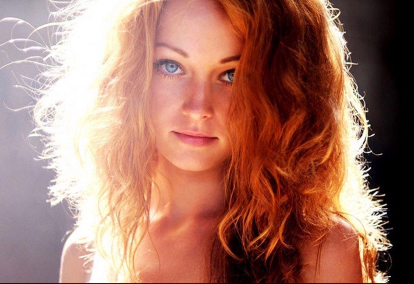 Pin Von Karl Uppenkamp Auf Tolle Frauen Rote Haare Blaue Augen Frisuren Langhaar Schone Rote Haare