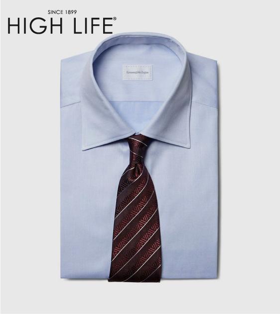 Esta corbata de seda con rayas anchas en rojo y sólidos acentos en blanco alternan las nuevas tendencias de #Verano. #HighLife #Moda