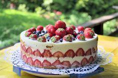 Mansikka-piimä-sitruuna-kakkua. Tämän reseptin on tehnyt Kotikokki.netin nimimerkki Silke.