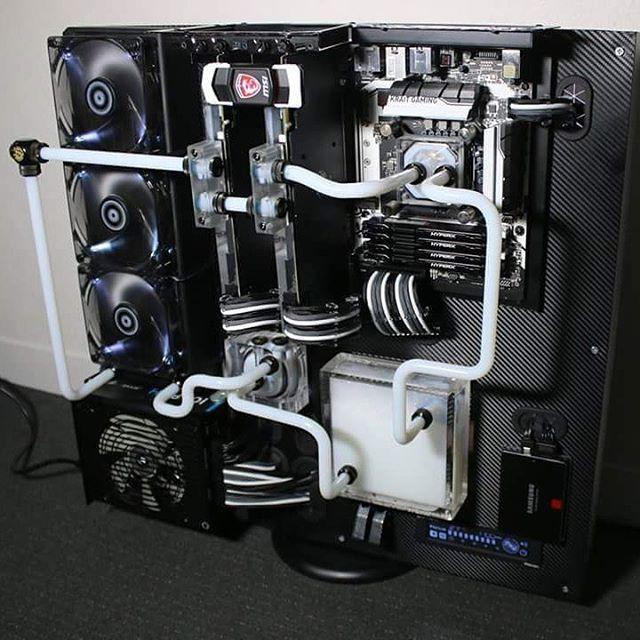 black and white PC build schwarz weißer PC watercooled Thermaltake core p5  wasserkühlung