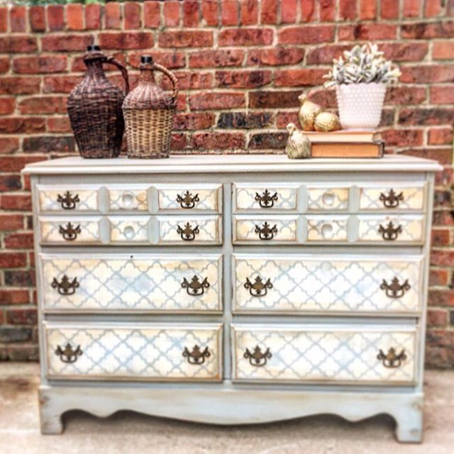 Merveilleux Jill Brown With Jillian Lea Furniture Used Savannah Mist, Stencil In Drop  Cloth, Grunge Glaze And Van Dyke Brown Glaze For The Perfect Antiqued Look!  WOW!