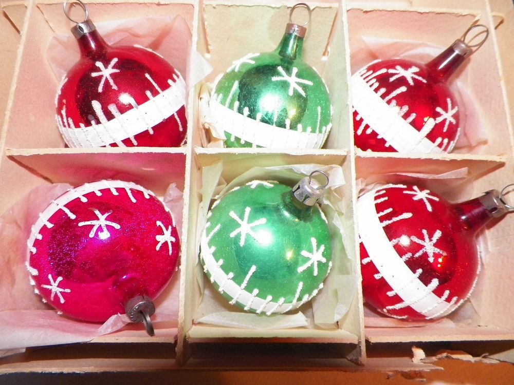 "6 Vtg Glass Czechoslovakia  Christmas Ornaments Red & Green Mica Snow 2"""
